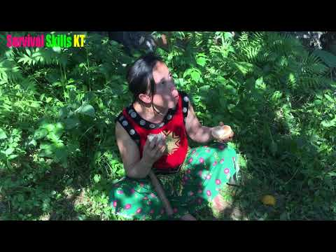 Survival skills - Primitive life looking for food Meet the forest people : Eating delicious fruit