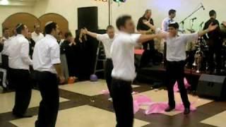 """הריקוד לחתונה של זוג """"טייטס"""" (שיעור ד"""