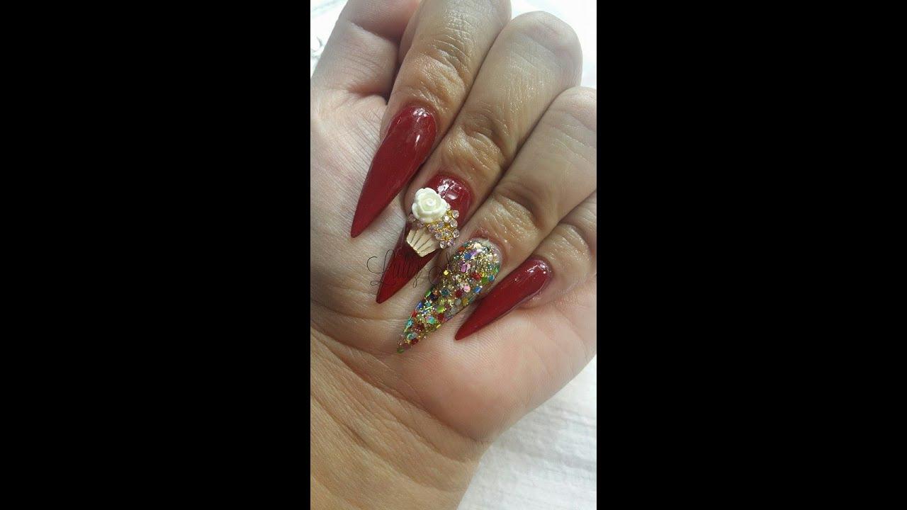Uñas Acrílicas Sencillas y Elegantes en color Rojo cn Tip stileto