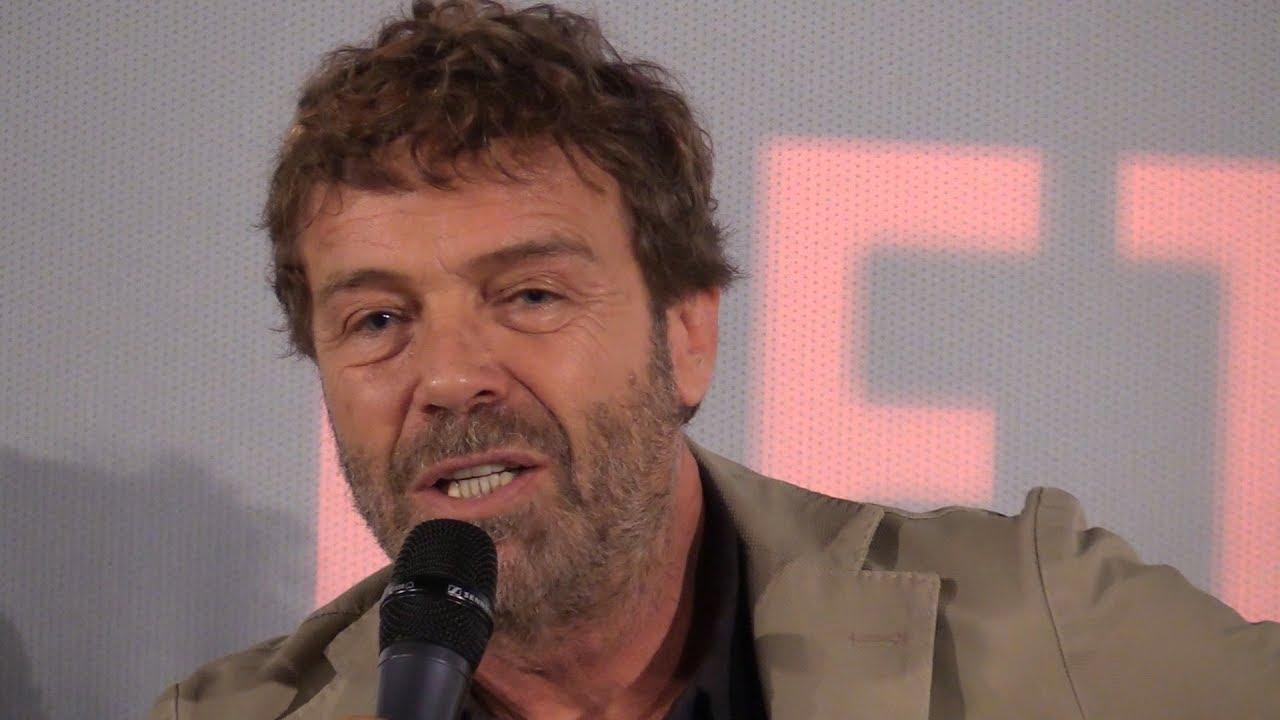 Massimo Ciavarro nel cast del film Natale A 5 Stelle - YouTube