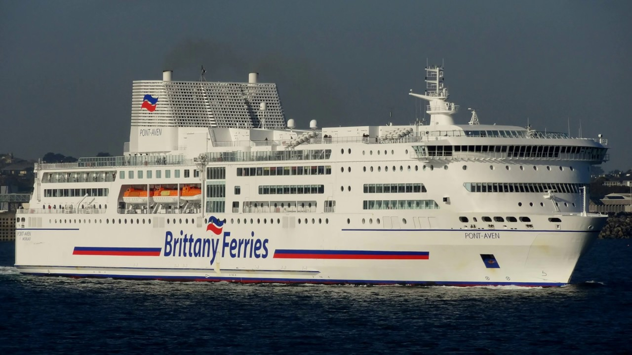 brittany ferries pont aven passing mv armorique at roscoff finist re brittany france youtube. Black Bedroom Furniture Sets. Home Design Ideas