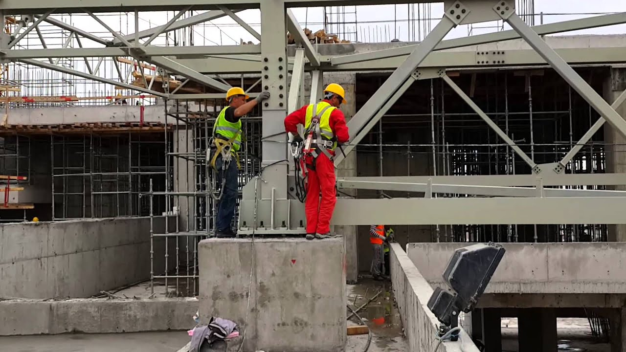 Erection Of Long And Heavy Roof Steel Structure 2