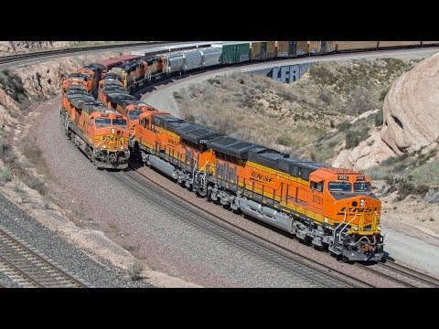 4K: BNSF and Union Pacific Freight Trains in the Cajon Pass - Foreign Power, CNW Leader, & More!