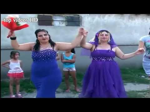 رقص صاحبة المؤخرة المدمرة في الشارع على انغام الشع thumbnail
