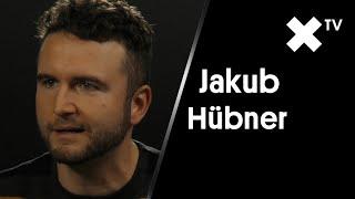"""""""Mrzí mě, že jsem si nestihl zahrát v Bídnících. Ale za hranice nechci..."""" – říká Jakub Hübner"""