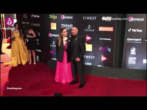 ظهور غريب لزوجة أحمد السقا في افتتاح الجونة..فستان وبدلة رجالي