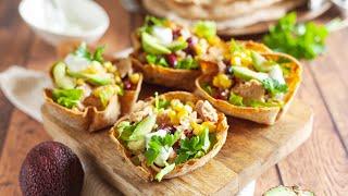 Youtube video Nadevane polnozrnate tortilja skledice s tunino solato in avokadom