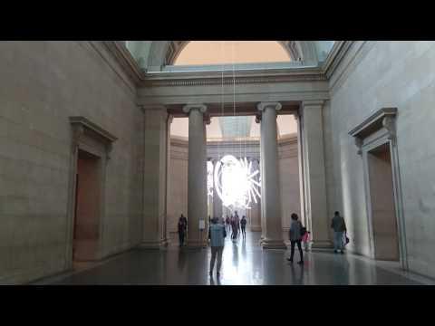 Tate Müzesi'nde Neon Işık Eserleri Sergileniyor