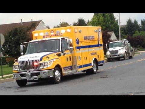 Best of EMS Ambulances Responding 2015 - Best of sirens