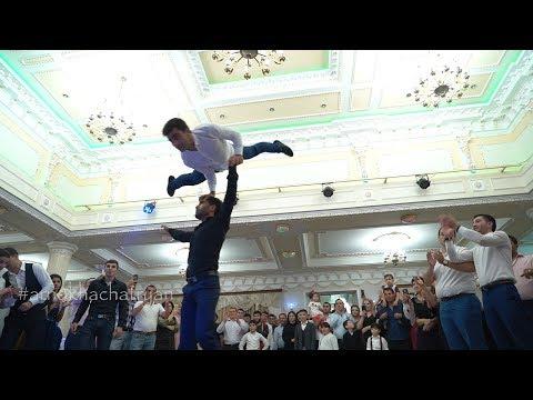 Ядерная Лезгинка от Армян)) Круто танцуют парни