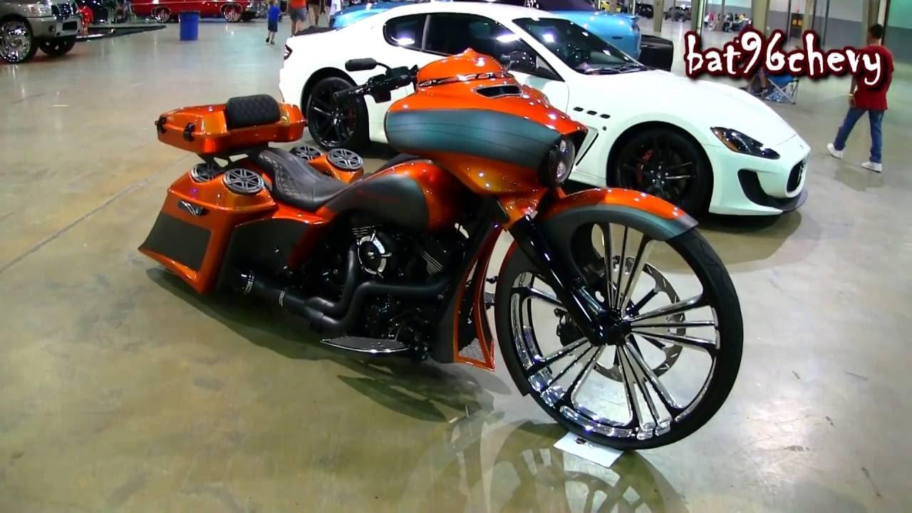 Orange Flat Black Harley Davidson Street Guide Bagger W 30 Wheel
