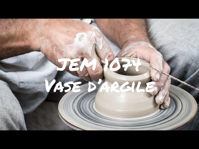 JEM 1074 - Vase d'argile