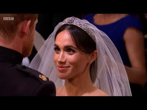 Royal wedding 2018: Prince Harry lifts Meghan's veil - BBC News