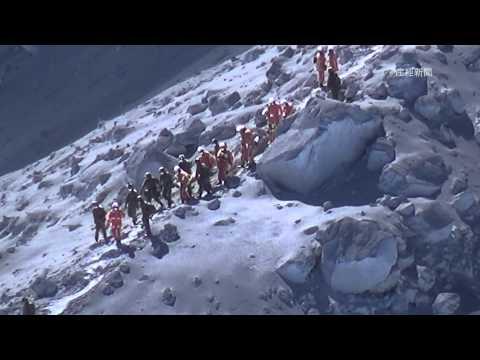 御嶽山噴火救助活動続く 2日目