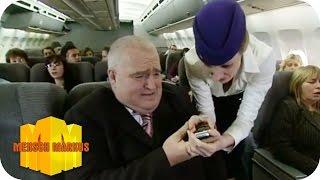 Geschäftsmann im Flugzeug