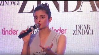 Watch Alia bhatt Singging Ae Zindagi gale laga le
