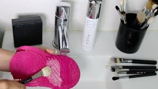 How to Clean your Makeup Brushes NICE & DEEP! \\ Chloe Morello