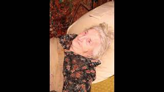 Переломанная бабушка мечтает умереть. #shorts