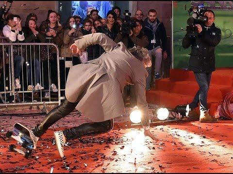 Morgan cade dallo skate sul red carpet dell'Ariston