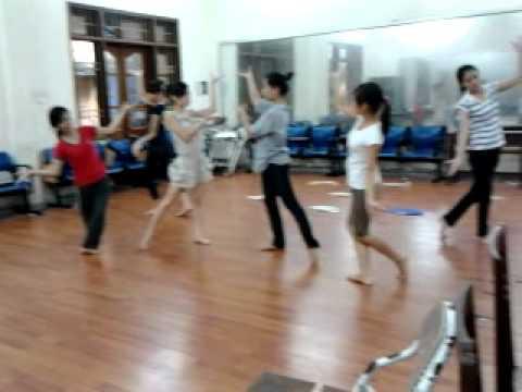 Tập múa Lung Linh Mai Vang