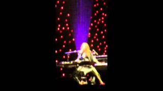 Tori Amos-The Wrong Band Live (Full Song)