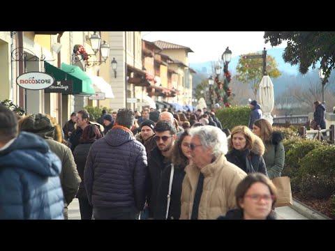 Saldi, Parcheggi E Negozi Pieni All'Outlet Di Barberino