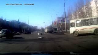 Кто потерял холодильник?(24 февраля, Воронеж, кольцо Б. Победы - Жукова. Range Rover перевозил не закрепленный холодильник в багажнике. ..., 2013-02-25T00:41:40.000Z)
