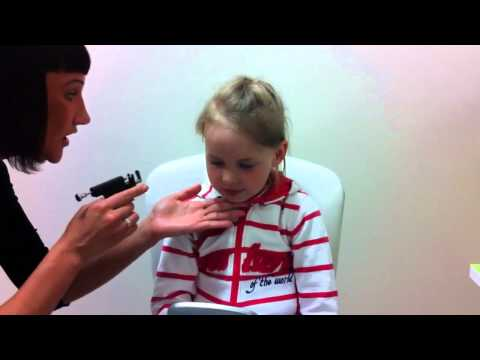 Дианин подвиг, реакция ребенка, прокалываем уши. Girl ears piercing. Best reaction