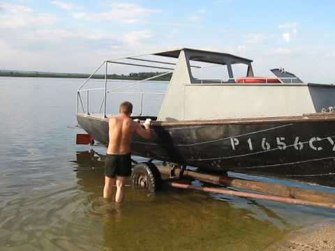 Модернизация лодки гулянка самый первый запуск движка без глушака .