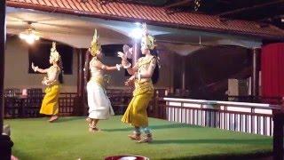 Танец тайских девушек в национальных костюмах (продолжение )(Самые интересные видео! Смотрим вместе! Зарабатывайте на ваших видео - http://goo.gl/Bs3Hhp., 2016-01-23T15:10:55.000Z)
