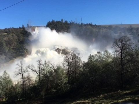 Raw: Oroville Dam Water Level Dropping