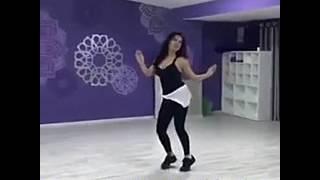 Uzbek aktrisalari raqsda.