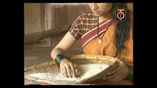 Aakki aarisuvaaga (Bhavageethe) - ಅಕ್ಕಿ ಆರಿಸುವಾಗ ಚಿಕ್ಕ ನುಚ್ಚಿನ ನಡುವೆ