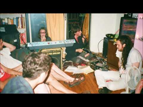 Download Grimes' noise band liturgi live, 2010 Mp4 baru