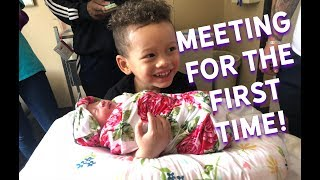 channing-meets-baby-sister-for-the-first-time-mightyfamilyvlog-mightyduck