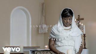 Janet Manyowa - Kune Muponesi ft. Minister Mahendere