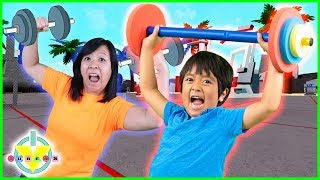 RYAN IS STRONGER THAN MOMMY ! Roblox Weight Lifting Simulator 3 Let's Play