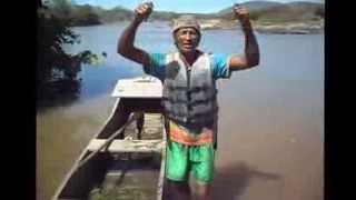 pescador revoltado desabafando no rio jequitinhonha