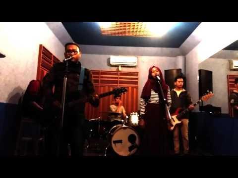 Yura Yunita ft. Glenn Fredly : Cinta dan rahasia (cover full band)