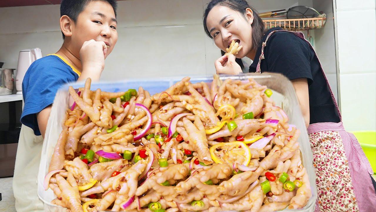 """【超小厨】12斤鸡爪1斤辣椒,""""柠檬鸡爪""""为老婆孩子,配榴莲面包太过巴适!"""
