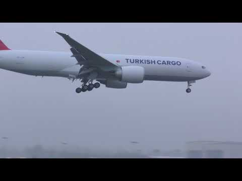 Boeing 777 landing at Paine Field with low visibility