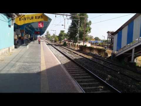Udyan Express at Bhivpuri Road!