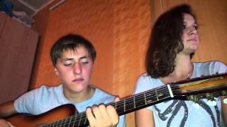 парень с девушкой поют песню северный ветер
