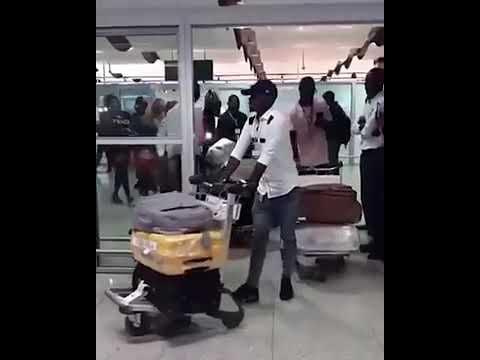 Arrivée spectaculaire de Eudoxie yao à Dakar