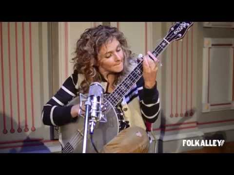 "Folk Alley Sessions: Béla Fleck & Abigail Washburn - ""Shotgun Blues"""