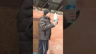 В Алматы человек в знак протеста грозится себя поджечь