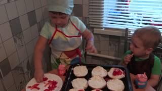 Miss Eva готовит горячие будерброды!