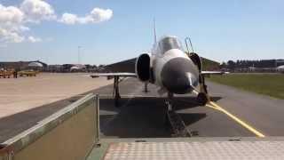 AJS37 Viggen från dragbil, F17 flygdag 2014