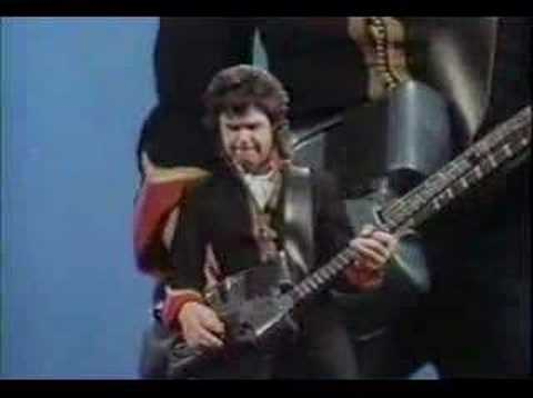 Gary Moore & Phil Lynott- Out in the Fields