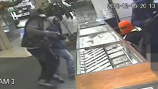 Thieves caught on camera robbing jewelry store in Miami-Dade County